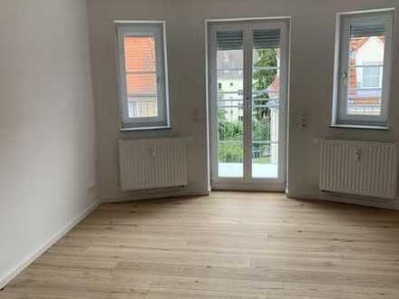 Erstbezug im sanierten Altbau: wunderschöne 2-Zimmer-Wohnung mit Einbauküche und Balkon