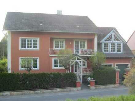Großzügige, helle 5-Zimmer Wohnung mit Wintergarten u. 2 Balkonen in Reichmannsdorf