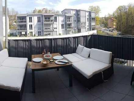 Gehobene Wohnung in der Rosenau mit eineinhalb Zimmern sowie Balkon, Wintergarten und EBK