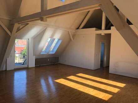 Großzügige Wohnung im Römerkastell - sonnige Dachterrasse, Parkett, 2 Bäder, Stellplätze