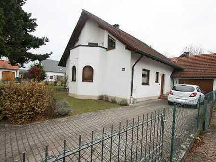 **Nur 2,38% Prov. inkl. MwSt.** top gepflegtes Einfamilienhaus mit Garage, Blk., Kellerbar.