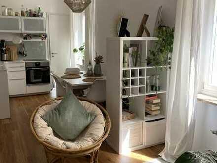 Stilvolle, geräumige 1-Zimmer-Wohnung mit Einbauküche