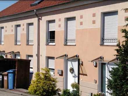 **Gepflegtes Reihenmittelhaus mit Terrasse, Garten und Garage in toller Lage**