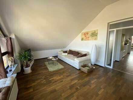 Top-Lage 2,5-Zimmer-Wohnung, 120 qm,hochwertig, modern und hell. 900 € warm zzgl. 50 € Stromabschlag