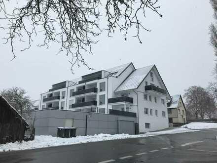 Neuwertige Wohnung mit zwei Zimmern sowie Balkon und Einbauküche in Pfalzgrafenweiler