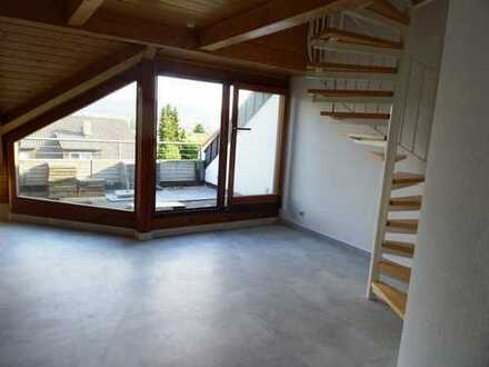 Schorndorf-Nord, sonnige 3,5 Zi-DG Whg. 86 m², auf 2 Ebenen, Dachbalkon, in ruhiger Lage, TG+Stpl.