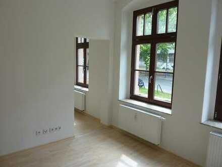 Echt schick! - Tolle 2,5-Raum mit Balkon, Laminat, Bad mit Dusche...