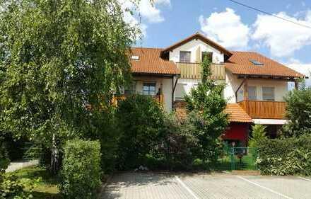 2-Zimmer Dachgeschosswohnung mit Balkon und 2 Stellplätzen