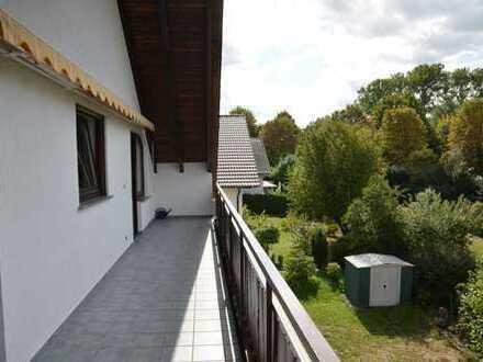 Bühl Schuchsfeld: Komplett sanierte helle 3-Zimmer-DG-Wohnung mit EBK und Balkon in Bühl