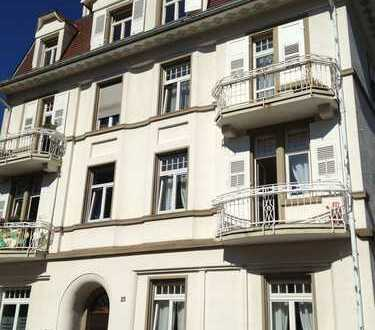 Baden-Baden - Blick zur Allee - hochwertig MÖBLIERTE 2-Zimmer-Whg mit großer Küche im 3. OG !