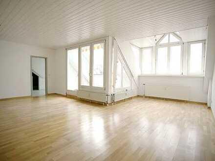 Stilvolle, moderne, sehr gepflegte 4,5-Zimmer-Penthouse-Wohnung mit Balkonen und EBK in Reutlingen