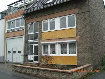 Schöne , geplegte vier Zimmer Wohnung mit Terrasse dirket am Rhein in Wesseling-Mitte