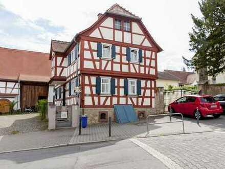 Seckbach: Idyllisches Wohnen im Fachwerkhaus mit 2 Schlafzimmern, kernsaniert 2014, Nähe Lohrberg