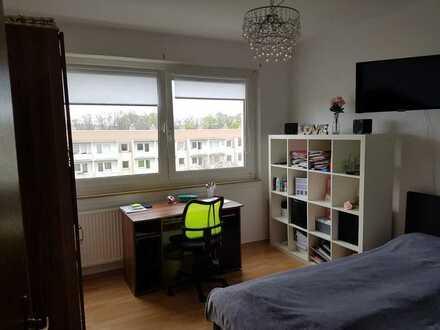 Erschwingliche und vollständig renovierte 3-Zimmer-Wohnung mit EBK und Balkon in Mülsen OT Thurm