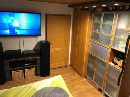 Ulm/Elchingen: Zimmer mit eigenem Bad in großer 4er WG zu vermieten