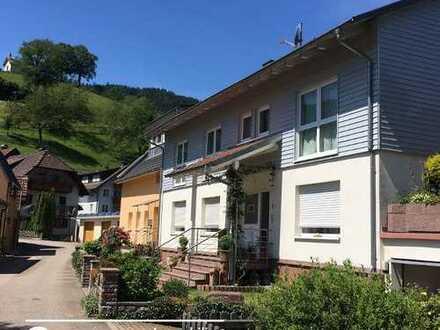Simonswald ++ Leider ohne Kinder - 4-Zi.-Wohnung im Grünen, mit herrlicher Aussicht!