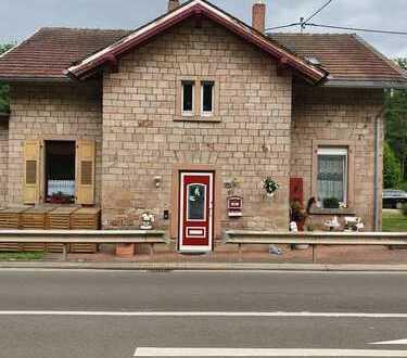 Stilvolles saniertes Einfamilienhaus mit Ferienwohnung o. Einliegerwohnung - Sie haben die Wahl !