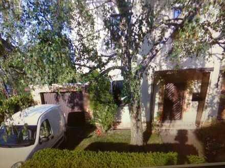 Tempelhoflage, idyllisch gelegene Doppelhaushälfte ! Garage, Garten, 5 Zimmer !