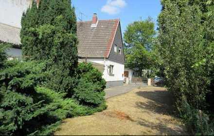 Haus mit Bauland und großem Garten !!!