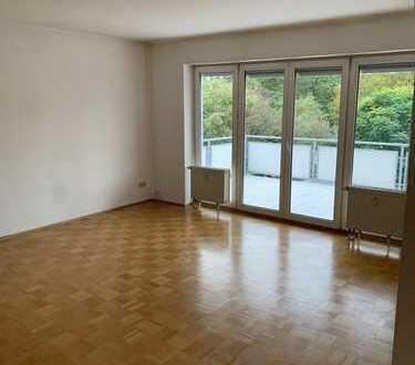 1.450 €, 103 m², 4 Zimmer, Wohnung wird aktuell saniert und ist ab Dezember bezugsfertig
