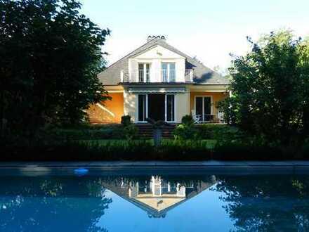 Wenn Sie von einer klassischen Villa in Bestlage träumen: Denkmalschutz-Juwel in Marienburg