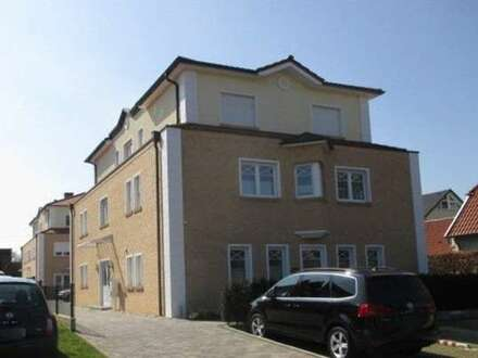 Sehr schicke Erdgeschosswohnung mit Terrasse in einer neuwertigen Wohnanlage mit mediterranem Flair