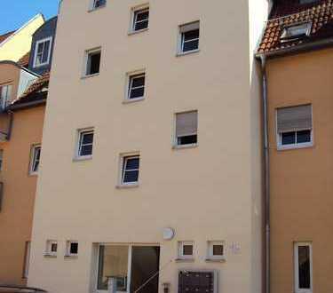 3 Zimmer Wohnung mit 4 Kellerräumen und 1 Außenstellplatz