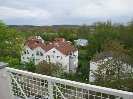 Gepflegte Wohnung mit zwei Zimmern sowie Balkon und Einbauküche in Weiden in der Oberpfalz