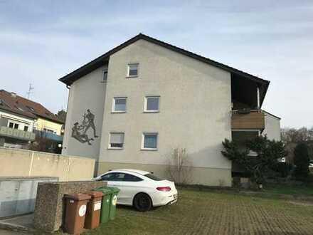 Gepflegte Hochparterre-Wohnung mit zwei Zimmern sowie Balkon und Einbauküche in Stuttgart-Hofen