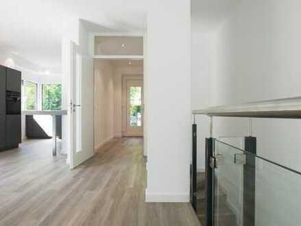 Exklusive Neubau-Wohnung über 2 Ebenen mit Garten in ruhiger Sackgassenlage!