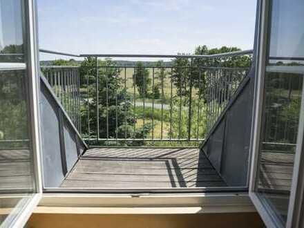 Helle Dachgeschoss-Wohnung mit Tageslichtbad inkl. Wanne und 2 Balkone
