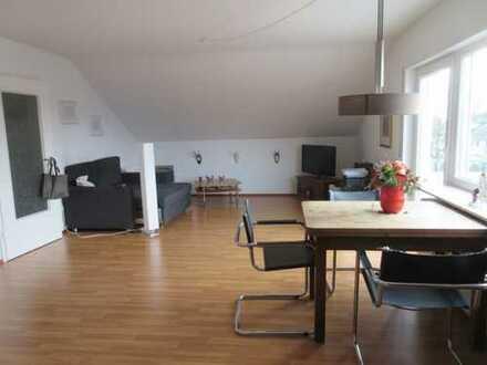 Schöne 2-Zimmer-Dachgeschosswohnung mit Balkon und Einbauküche in Brühl