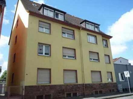 Gepflegte 5-Zimmer-DG-Wohnung mit Einbauküche in Hanau