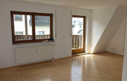Hochwertige 2-Raum DG-Wohnung in Lichtenstein Zum Wiesenrain