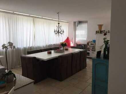 Sanierte 4-Zimmer-Terrassenwohnung mit Balkon und Einbauküche in Rodenkirchen, Köln