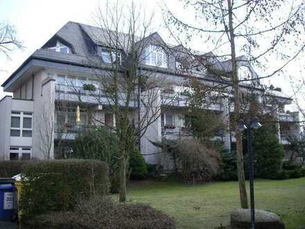 Wohnung,sehr gut geschnitten,sonnig mit schöner Terrasse in Berlin-Lichterfel WBS erfordl.