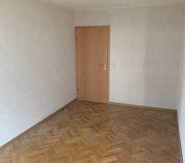Schönes 13qm renoviertes Zimmer in 4er WG