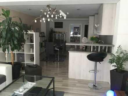 Wunderschöne hochwertige 5-Zimmer-EG-Wohnung mit Terrasse und EBK in Hessigheim