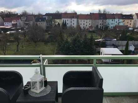Bild_3-Raumwohnung_zentrale Lage_neuer, großer Balkon_seperate Etage_Küche_2x Stellplatz