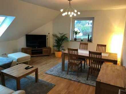 Neuwertige 3-Zimmer-DG-Wohnung mit Balkon und Einbauküche in Aurachtal