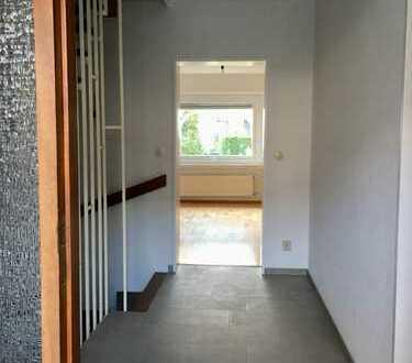 Reihenmittelhaus mit sechs Zimmern in Hochheim