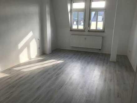 Leben im Dachgeschoss - lichtdurchflutete 3 Zimmer-Wohnung!