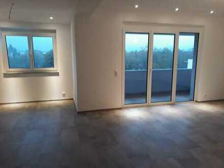 helle, freundliche 4-Zimmer Dachgeschosswohnung mit Rheinblick