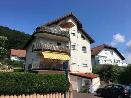 Teilmodernisierte 4-Zimmer-DG-Wohnung mit Balkon und EBK in Gelnhausen