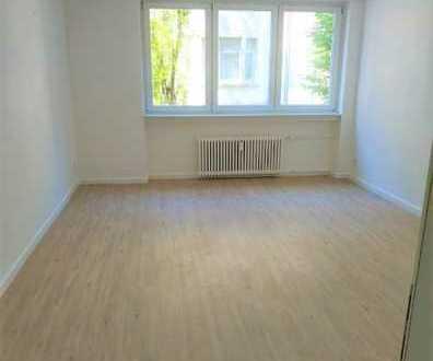 Helle & modernisierte 3 Zimmer-Wohnung + Balkon...5 Minuten zur S-Bahn Marktplatz!