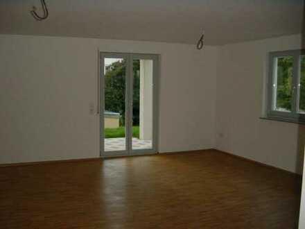 Gepflegte 4-Zimmer-EG-Wohnung mit Terrasse und Gartenanteil in Ludwigsburg