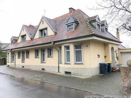 Doppelhaus mit ca. 4.000 m² angrenzendem Bauland