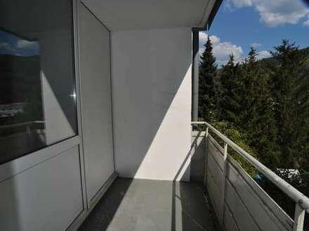 Praktische und gut geschnittene Wohnung mit Balkon. Renoviert, kurzfristig beziehbar.