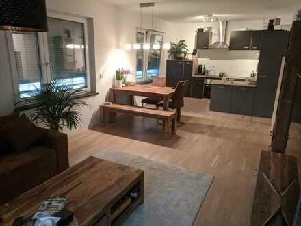 Neuwertige 3-Raum-Wohnung mit Balkon und Einbauküche in München-Aubing