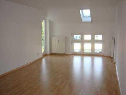 Dachgeschoss - offene Küche - großer Balkon - incl. TG-Stellplatz